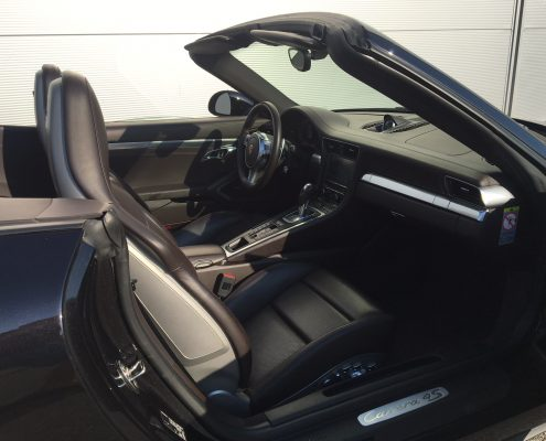 Porsche 911 GTS cabrio - picture in Car4Rent garage
