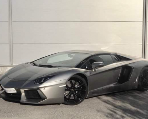hire lamborghini aventador roadster saint-tropez thanks to car4rent