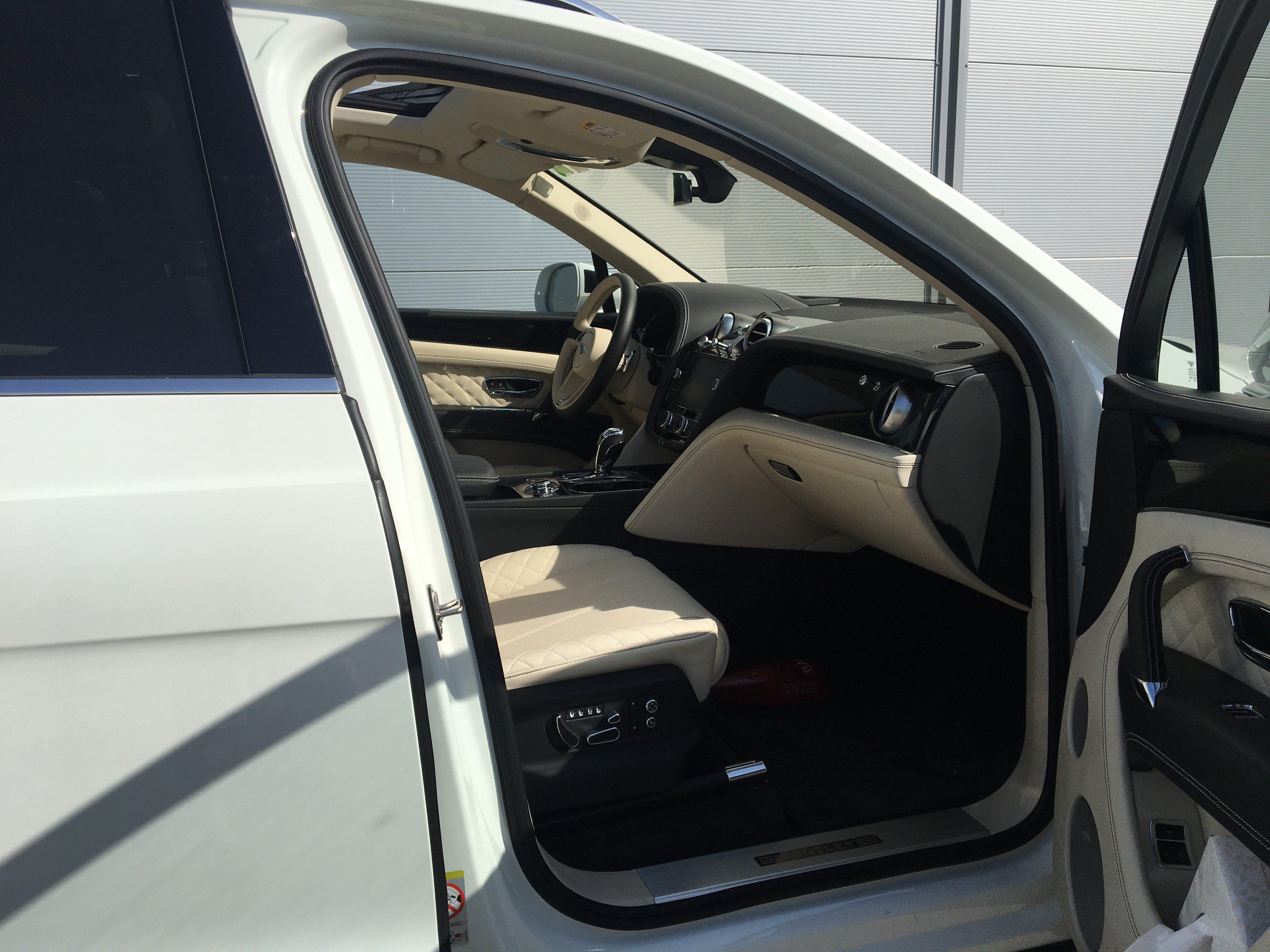 louer bentley bentayga Car4rent location voiture de prestige