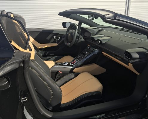 hire lamborghini huracan spyder Car4rent